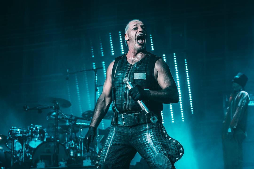 LIVE: Pekelně plamenní Rammstein v Praze stříleli rachejtle vysoko nad Eden