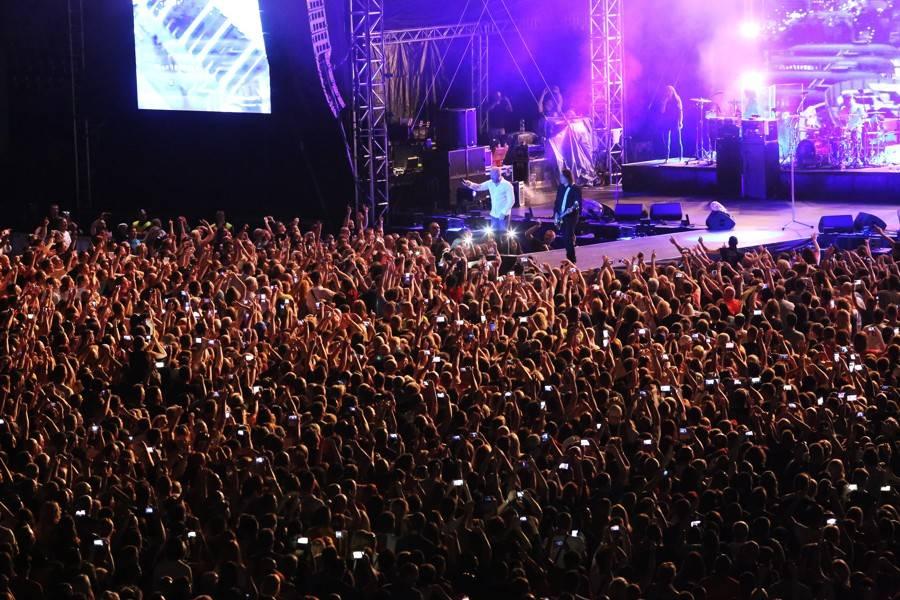 LIVE: Lucie slavila v Trnavě se zpožděním, přivezla pyrotechnické efekty i Lenku Dusilovou