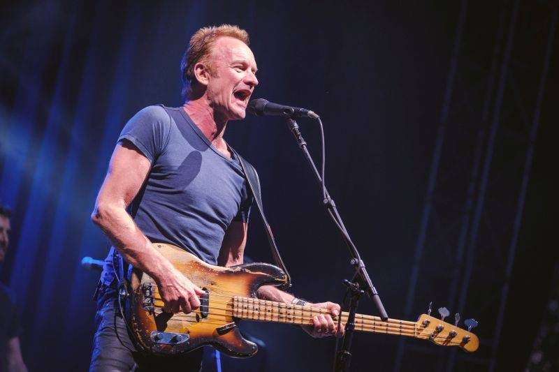 LIVE: Sting v Praze rozdával úsměvy a bohaté dávky čirého muzikantství