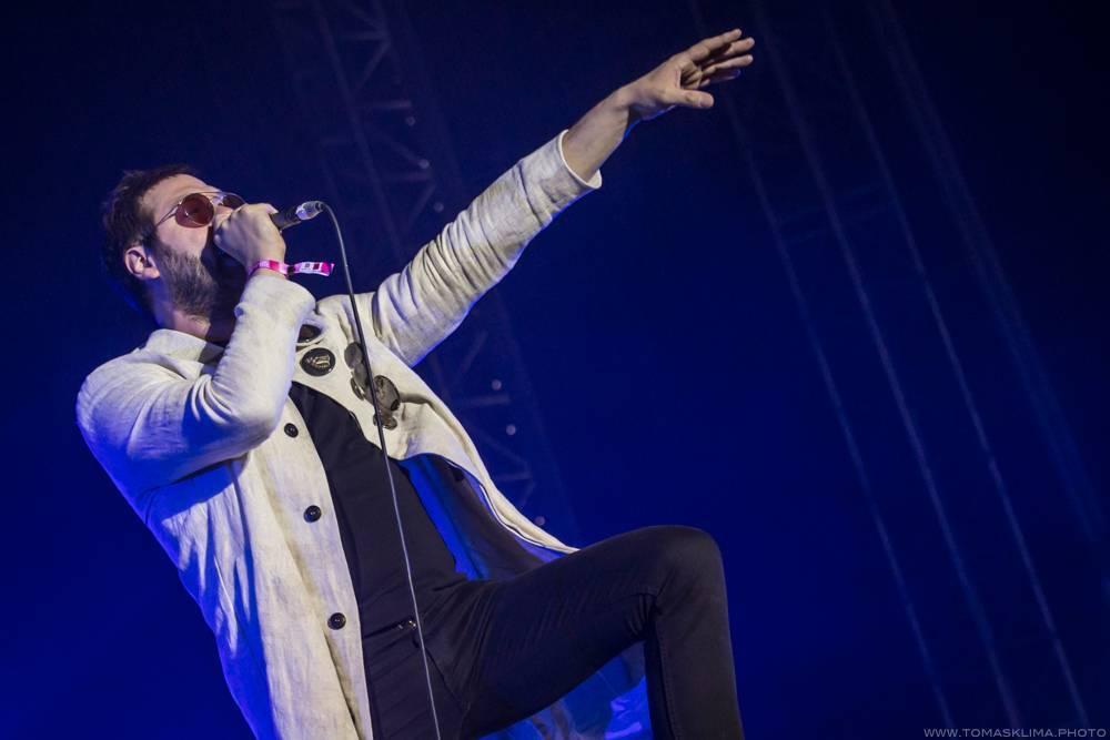 LIVE: Kasabian - jediná kapela, která měla na pražském Metronome festivalu pod pódiem opravdový kotel
