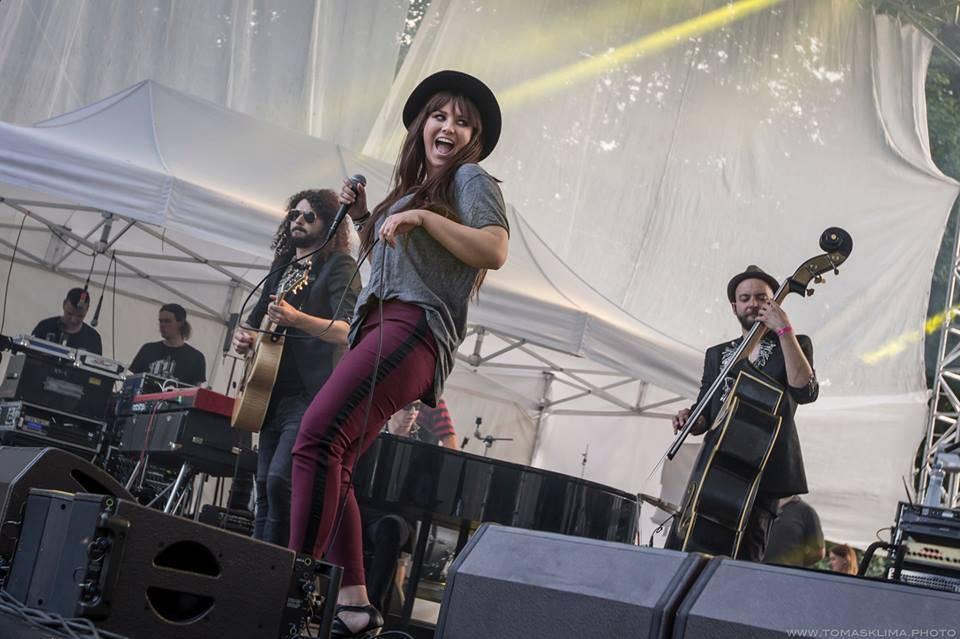 TOP 10 vystoupení Metronome festivalu mimo headlinerů: Young Fathers, Ester Rada nebo jazzová Ewa Farna