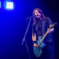 LIVE: Božští Foo Fighters si v Praze přizvali nečekaného hosta