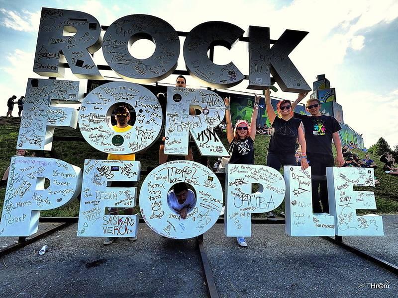 LIVE: První den Rock for People - Jihoafričtí provokatéři Die Antwoord se rozloučili pečlivě nacvičenou show