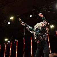 LIVE: Paramore se nezalekli ani deště, naživo jejich nový zvuk funguje