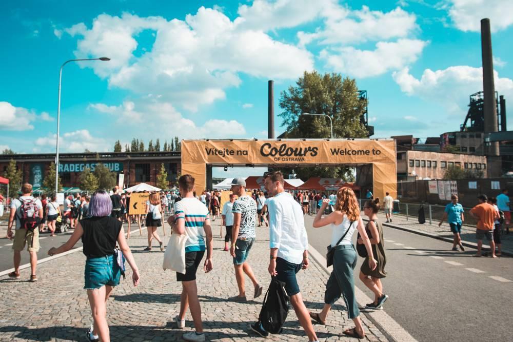 LIVE: Třetí den Colours Of Ostrava: Překvapení v podobě Louise Berryho i St. Paul a perfektní Moderat