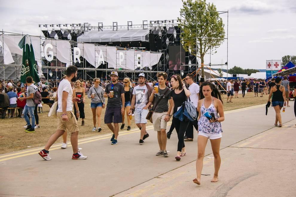 LIVE: Vyprodaný Grape festival nabídl skvělý program i organizaci. Hlavními hvězdami byli Tom Odell nebo Moderat