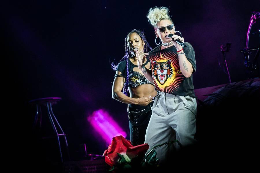 LIVE: Festivalová NEJ letošního Szigetu: Tom Odell sršel energií, Pink létala a Wiz Khalifa posílal jointy do publika