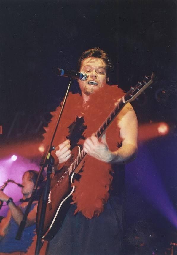 RETRO: S kapelou Kryštof na turné V siločarách - Richard Krajčo měnil barvy a převleky, hráli zahraniční hosté