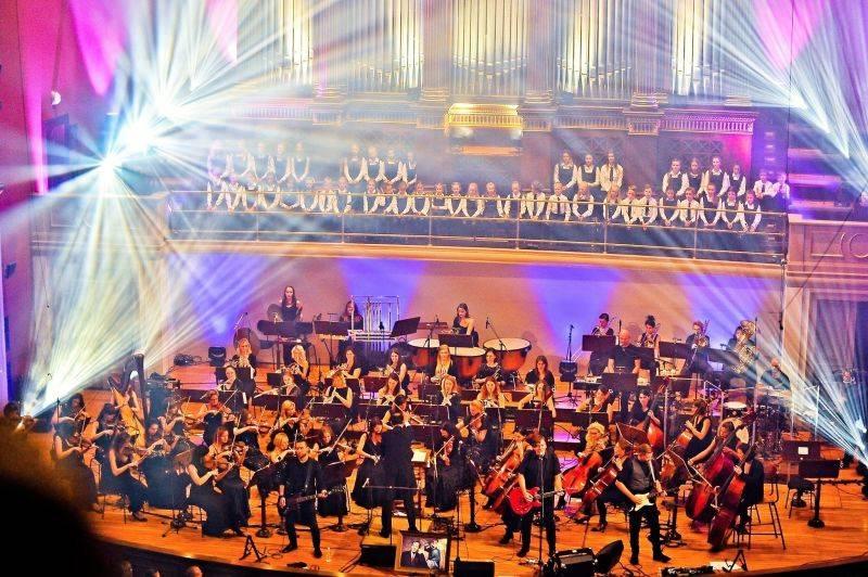 LIVE: Michal Hrůza oslavil 20 let na scéně s orchestrem i vzpomínkou na Václava Havla