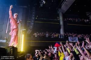 LIVE: Machine Gun Kelly zahalil Forum Karlín do marihuanového dýmu