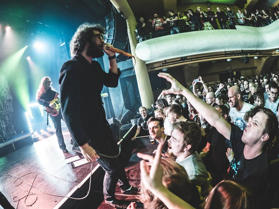 LIVE: Nezkrotní bouřliváci Hentai Corporation pokřtili album ve vyprodaném klubu