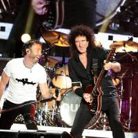 RETRO: Queen v Praze v roce 2005 připomínali svůj vlastní revival, zpívající Paul Rodgers nezazářil