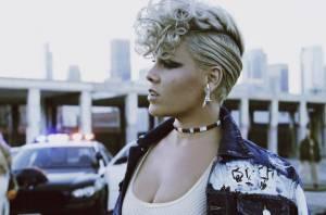 RECENZE: Pink na albu Beautiful Trauma plave po proudu dnešního popu, období rebelie má už za sebou