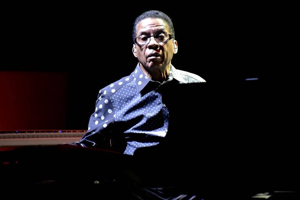 LIVE: Herbie Hancock ve Foru Karlín osobitě poodhalil krásy jazzu