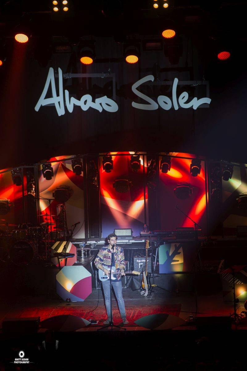 LIVE: Alvaro Soler letos podruhé rozveselil Forum Karlín