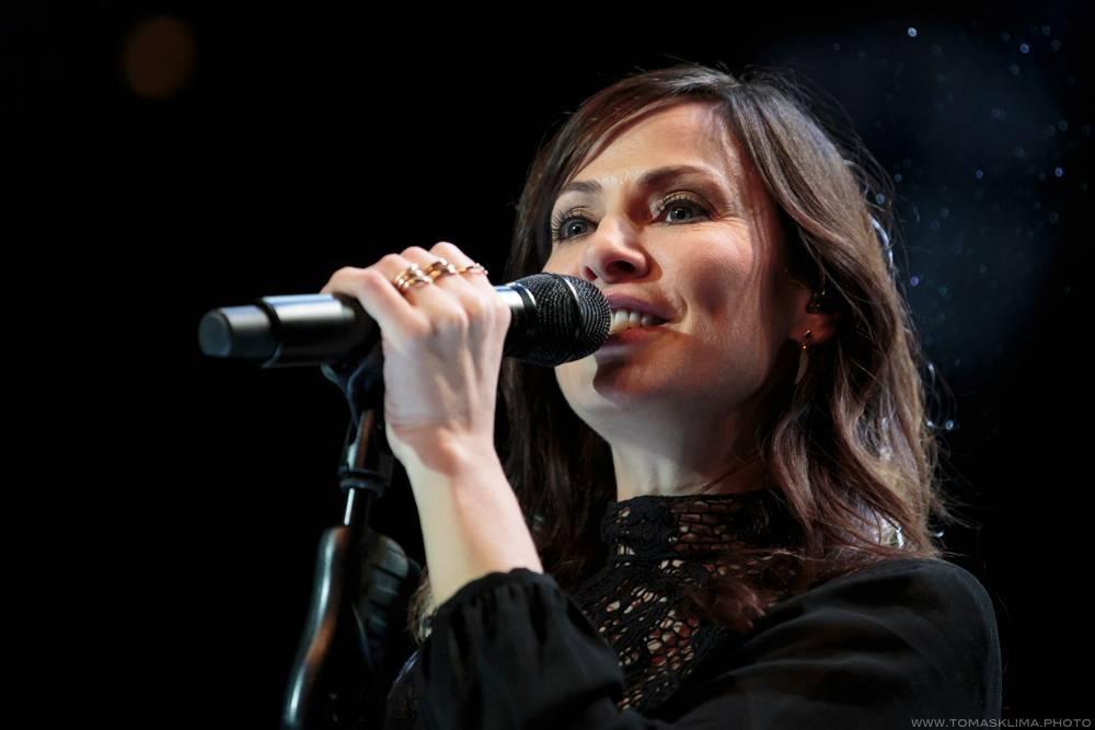 LIVE: Natalie Imbruglia v Praze bez křeče vzpomínala na dobu své největší slávy