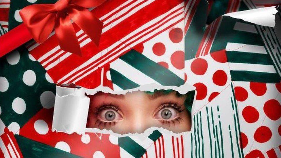RECENZE: Sia má Vánoce každý den. Jsou nostalgické, ale i veselé a hravé