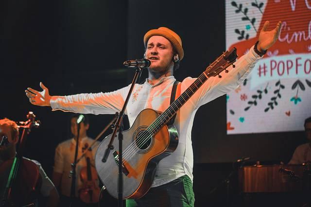LIVE: Voxel s cimbálovou muzikou za zády v Praze diváky roztančil vlastními písněmi i lidovkami