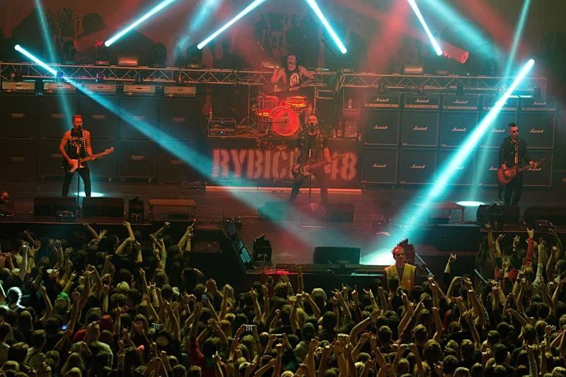 LIVE: Rybičky 48 dodrželi slib. Do Prahy přivezli nefalšovanou rockovou show