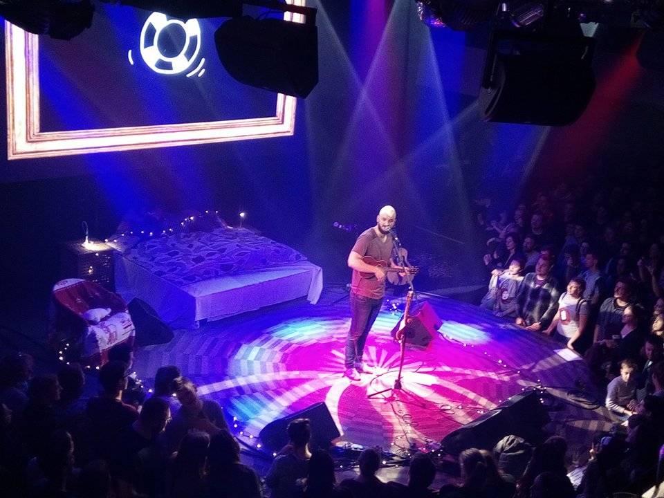 LIVE: Pokáč = Písničkář, který dokáže strhnout davy