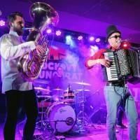 LIVE: Rockový slunovrat roztančili Circus Problem, The.Switch vzpomínali na Chestera Benningtona