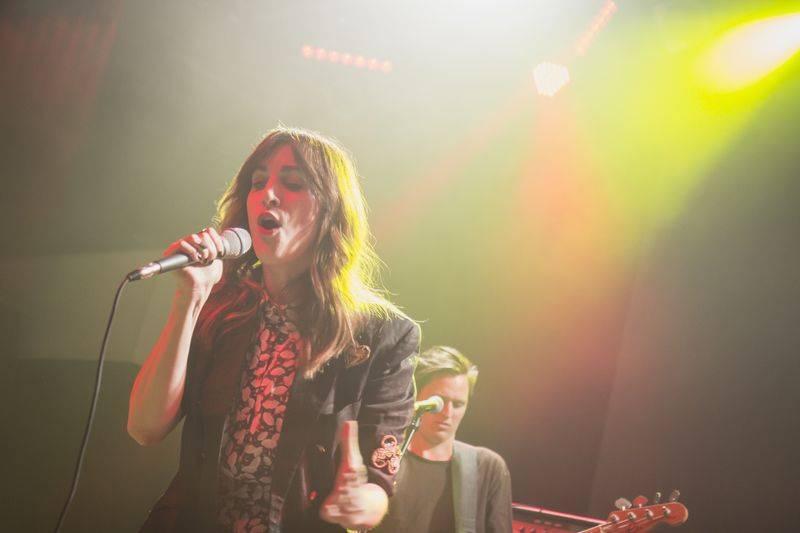 LIVE: Klara & The Pop oslavila MDŽ koncertem. Prahu svezla na taneční vlně