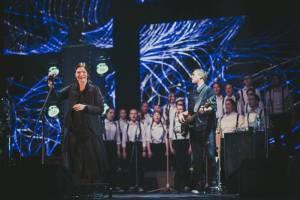 LIVE: Anna K. ukázala svoje Světlo a skvělou formu ve Foru Karlín