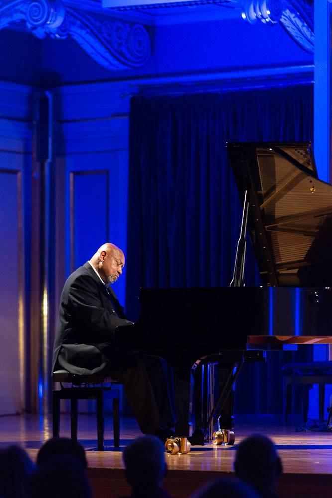 LIVE: Noblesní Kenny Barron poprvé v Brně aneb mistrovství sólového jazzového piana
