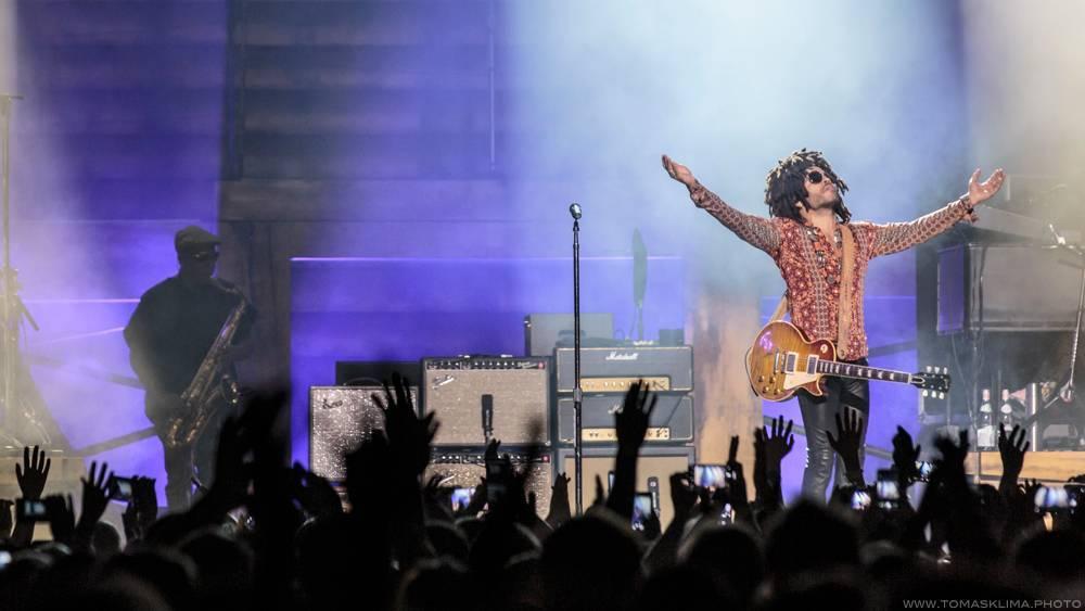 LIVE: Lenny Kravitz byl k českému publiku velmi přátelský. Podepisoval cédéčka a představil novinky