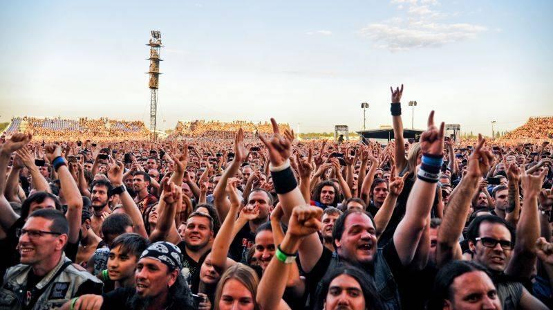 LIVE: Iron Maiden přivezli do Prahy hromadu rekvizit a pyrotechniky i dvouhodinovou nálož heavy metalu