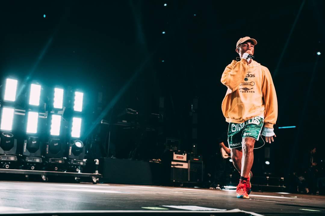 LIVE: První den Colours Of Ostrava - George Ezra zaujal pop-folkem, Pharrell Williams s N.E.R.D. bavili tanečky