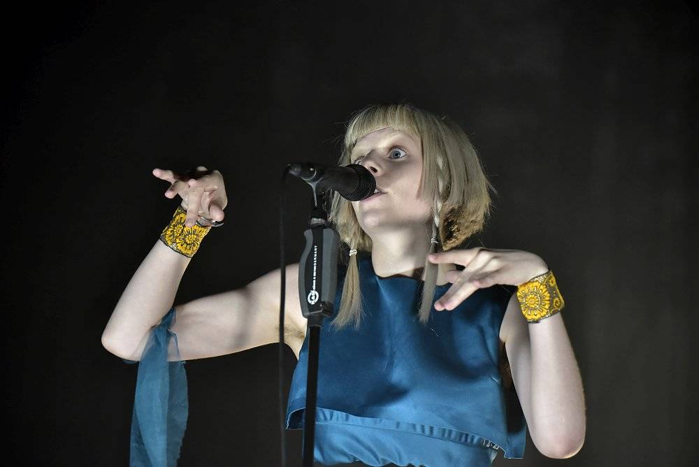LIVE: Colours Of Ostrava si druhý den podmanila éterická Aurora, Kensington si přivezli tlumočnici