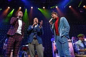 LIVE: Svatá trojice Dyk, Brzobohatý aRuml s podporou  B-Side Bandu vyprodala La Fabriku
