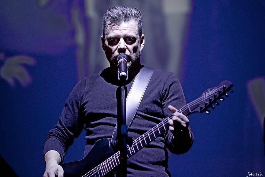 RECENZE: B-Side Band, Honza Křížek a další vzpomínali na kytarového génia Radima Hladíka