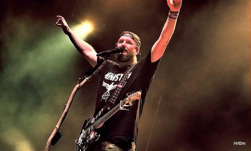 LIVE: Divokej Bill oslavil dvacet let, vyprodaná O2 arena aplaudovala vestoje