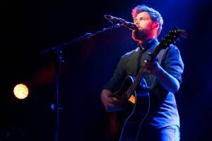 LIVE: Passenger v Praze hrál se srdcem na dlani. Jeho písně nosí velké životní pravdy
