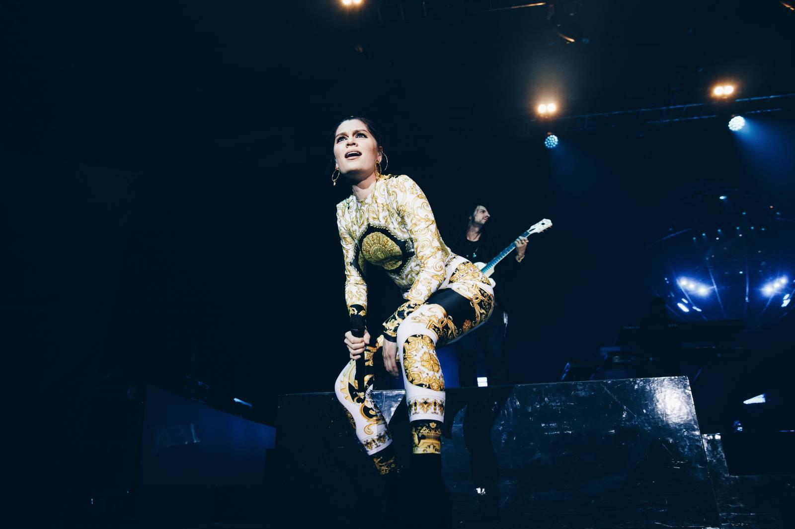 LIVE: Jessie J v pražském Foru Karlín sršela energií. Ale mluvit mohla klidně méně
