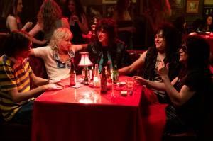 RECENZE: The Dirt, film o šílených začátcích Mötley Crüe