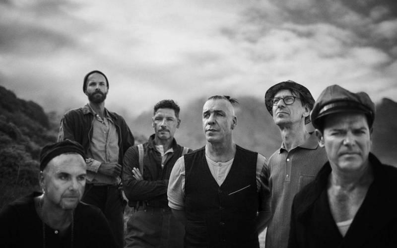 RECENZE: Rammstein se po deseti letech velkolepě vracejí. Na novém albu zpívají o náboženství i obchodu se sexem