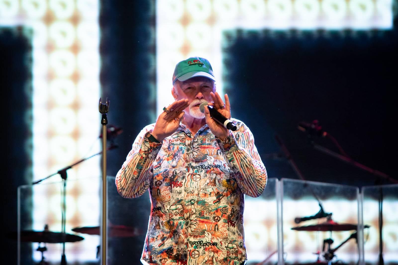 LIVE: Beach Boys v Praze odehráli všechny svoje hity a rozhýbali staré kosti diváků