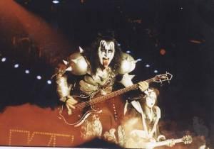 RETRO: Takhle vypadal pražský koncert Kiss přesně před dvaceti lety