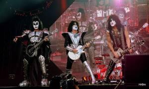 LIVE: Kiss se naposledy loučili s Prahou. Na fanoušky plivali krev i oheň