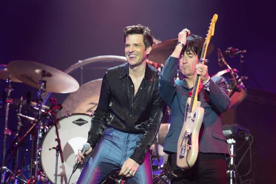 LIVE: Glastonbury, den druhý: The Killers na hlavní stage zastínil tajný koncert Foals a Liam Gallagher trochu nudil