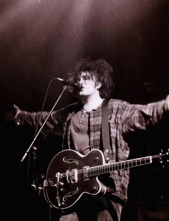 RETRO: Reportáž z koncertu The Cure poprvé v Čechách v roce 1996