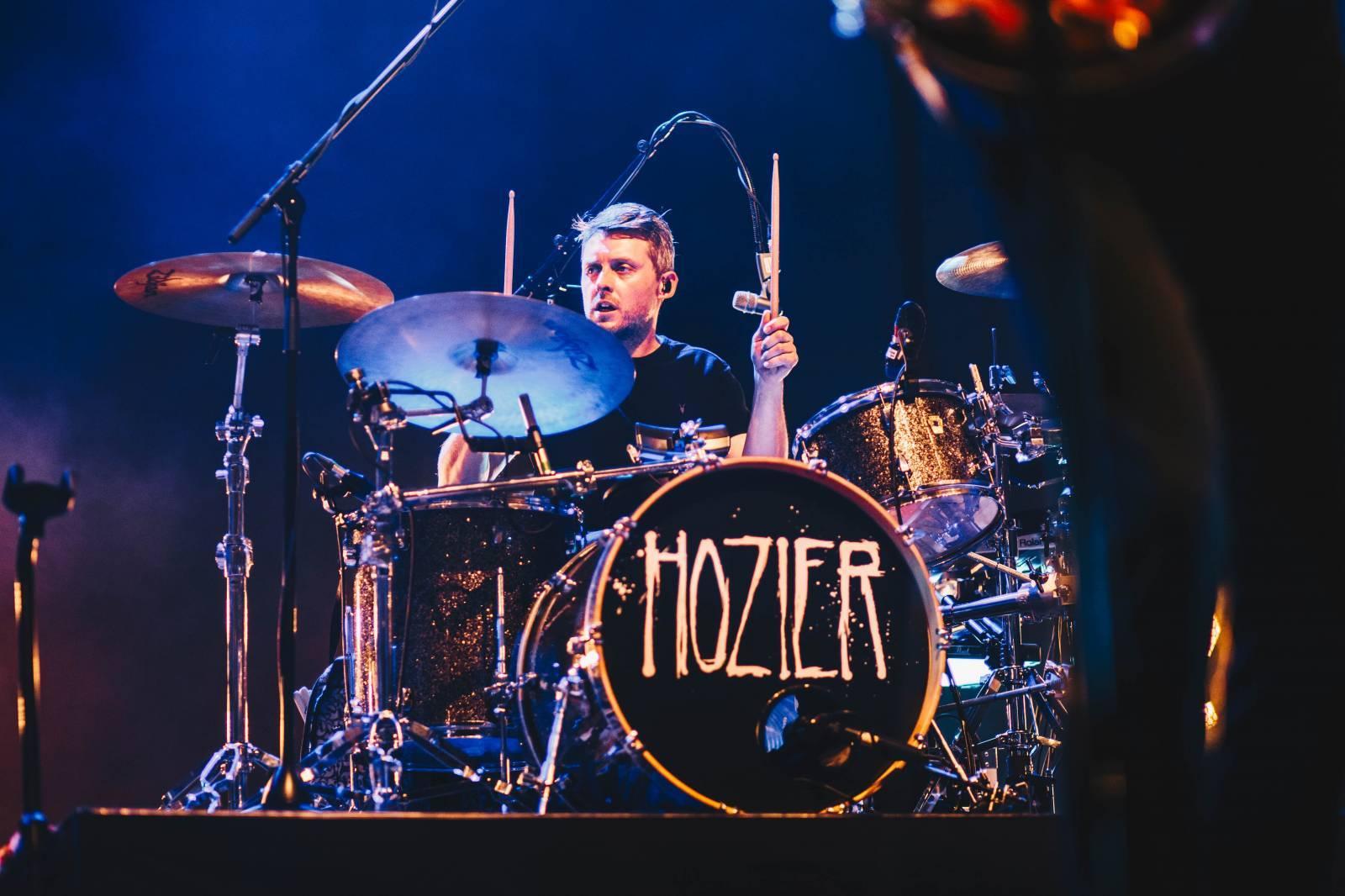 LIVE: Hozier vystoupil poprvé v ČR ve Foru Karlín, víc by mu slušel malý klub