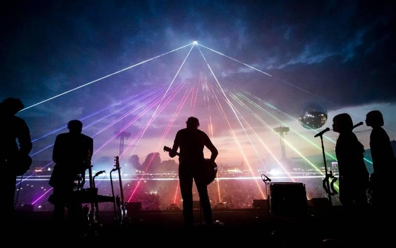 RECENZE: Roger Waters ve filmu Us + Them připomíná svou výtečnou show. Mohl ale ubrat na politickém apelu