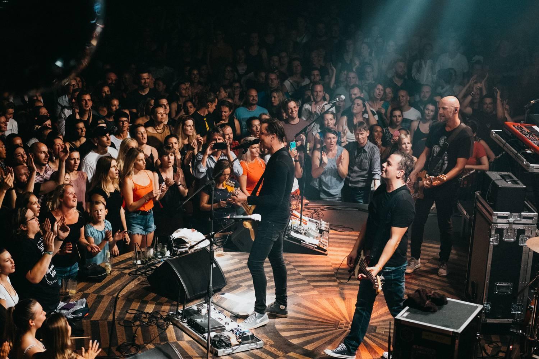 LIVE: Chinaski pokřtili ve vyprodaném Lucerna Music Baru novou desku 11