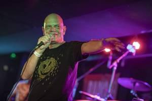 LIVE: Freak Power v čele s Ashleym Slaterem rozvášnili našlapané Rock Café