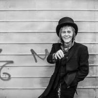 RECENZE: Posmrtné album Ivana Krále Smile je nedokonalé a krásné