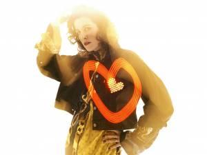 RECENZE: Love Is Gold, tvrdí Klára Vytisková na druhé sólovce. A opět nezklamala